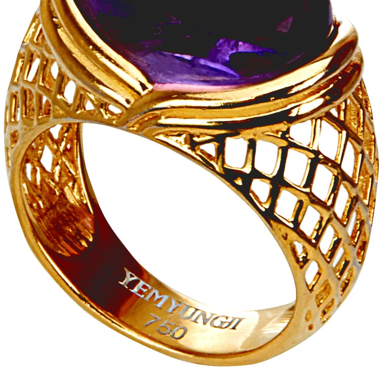 Contemporary Yemyungji Amethyst Cabochon Cut 12.5 Carat 18 Karat Yellow Gold Cocktail Ring For Sale