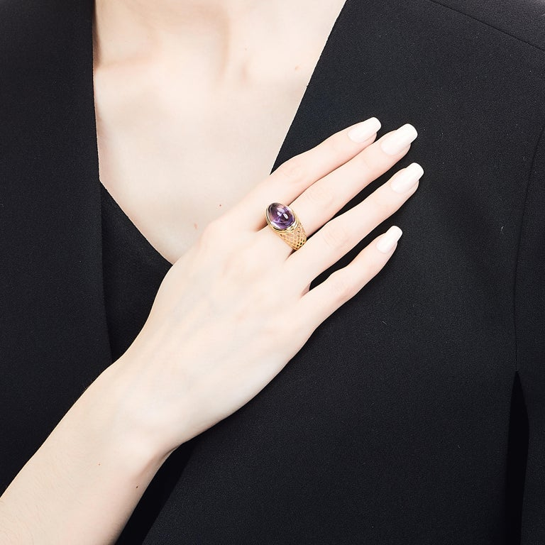 Yemyungji Amethyst Cabochon Cut 12.5 Carat 18 Karat Yellow Gold Cocktail Ring In New Condition For Sale In Seoul, Seoul