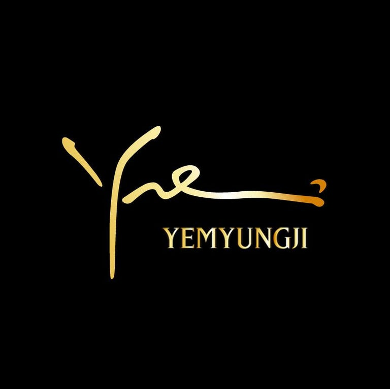 Yemyungji Amethyst Cabochon Cut 12.5 Carat 18 Karat Yellow Gold Cocktail Ring For Sale 3