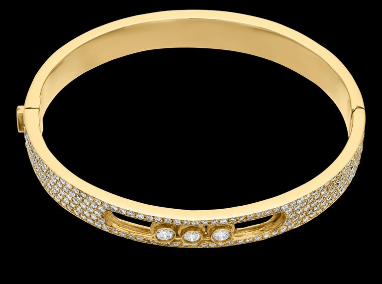 Yessayan Happy/Moving Diamond Bangle in 18 Karat Yellow Gold In Excellent Condition For Sale In London, GB