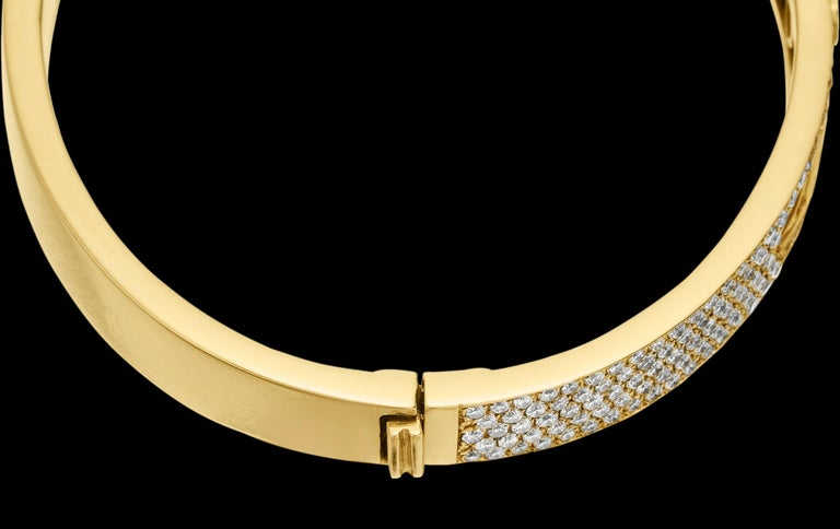 Women's Yessayan Happy/Moving Diamond Bangle in 18 Karat Yellow Gold For Sale
