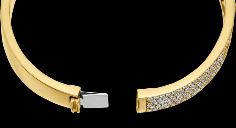 Yessayan Happy/Moving Diamond Bangle in 18 Karat Yellow Gold For Sale 1