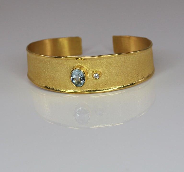 Contemporary Yianni Creations 1.10 Carat Aquamarine and Diamond 18 Karat Yellow Gold Bracelet For Sale