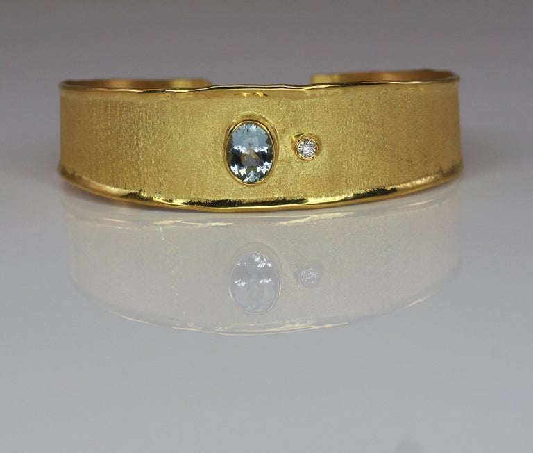 Yianni Creations 1.10 Carat Aquamarine and Diamond 18 Karat Yellow Gold Bracelet In New Condition For Sale In Astoria, NY