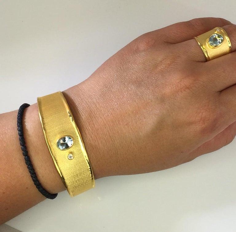 Yianni Creations 1.10 Carat Aquamarine and Diamond 18 Karat Yellow Gold Bracelet For Sale 1