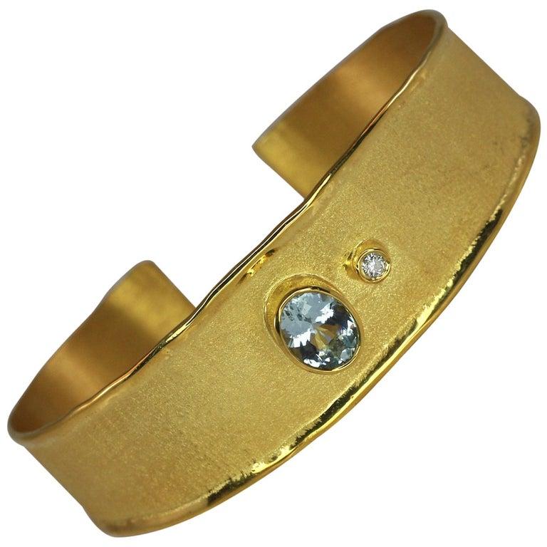 Yianni Creations 1.10 Carat Aquamarine and Diamond 18 Karat Yellow Gold Bracelet For Sale