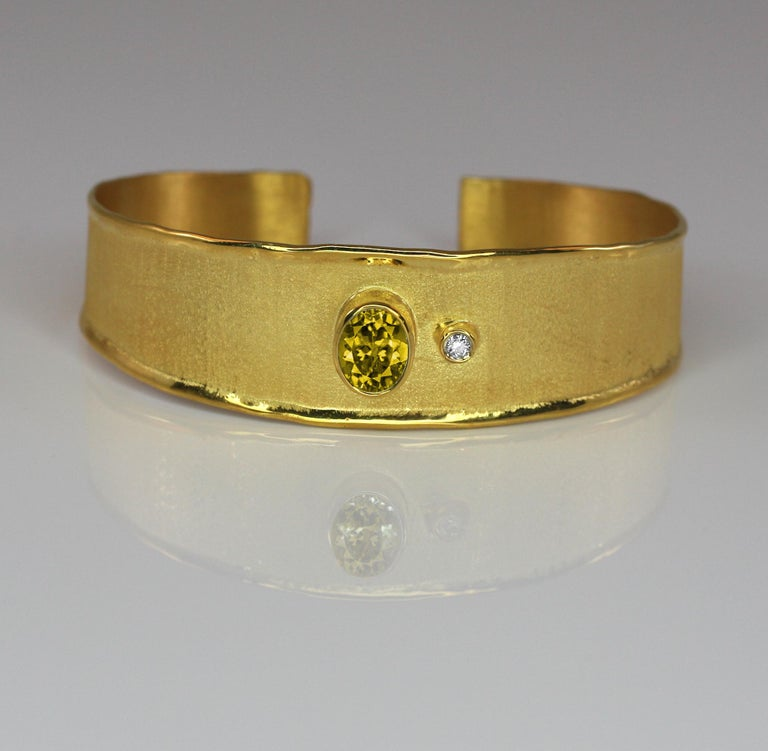 Yianni Creations 18 Karat Solid Yellow Gold Diamond Bracelet With a Citrine In New Condition For Sale In Astoria, NY