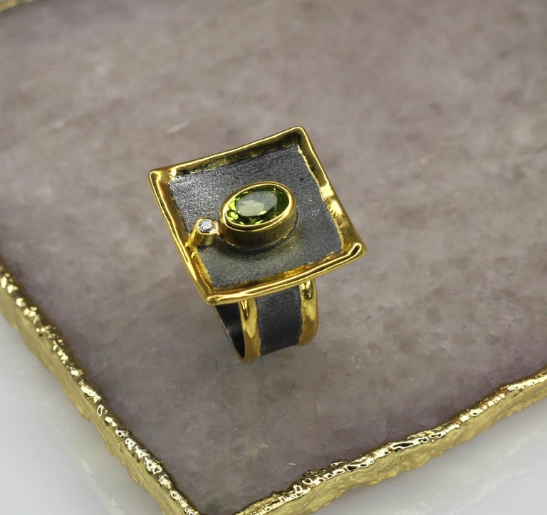 Contemporary Yianni Creations 1.35 Peridot Fine Silver Square Ring with Rhodium and Gold For Sale