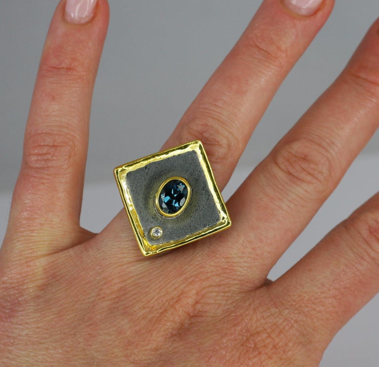 Presenting Yianni Creations - Eclyps Collection fully handcrafted ring from Fine Silver 950 purity plated with Black Rhodium and decorated on edges with a thick layer of 24 Karat Gold. This geometric shaped ring features 1.60 Carat London Blue Topaz