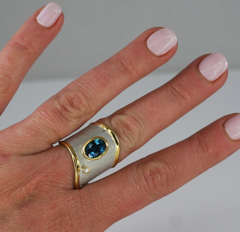 Yianni Creations 1.60 Carat Topaz Ring with Diamond in Fine Silver and Pure Gold For Sale 4