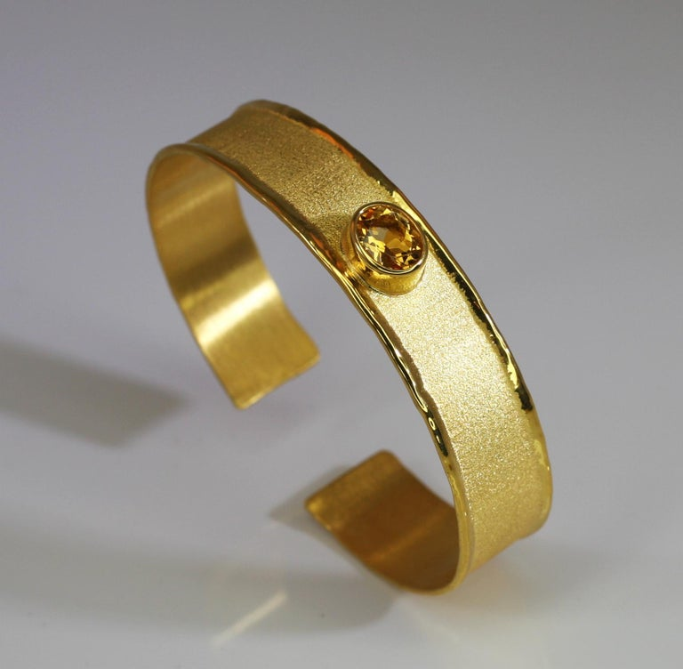 Yianni Creations 18 Karat Gold Bangle Bracelet with Citrine In New Condition For Sale In Astoria, NY