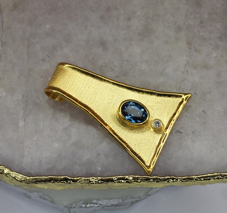 Contemporary Yianni Creations 18 Karat Gold Pendant Necklace with Blue Topaz and Diamond For Sale