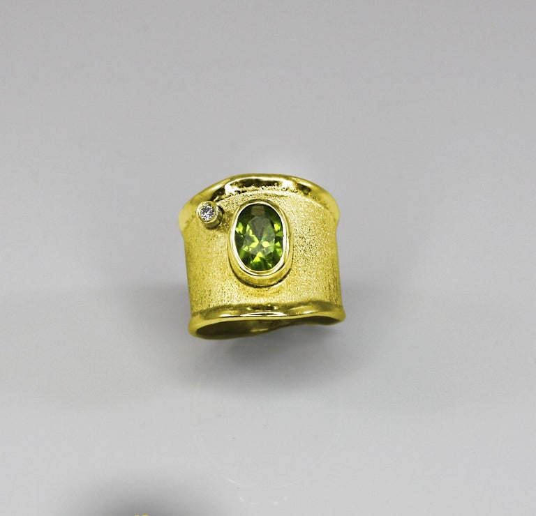 Yianni Creations Gold 18 Karat Custom Diamond Ring with Oval Peridot 2.0 Carat For Sale 2