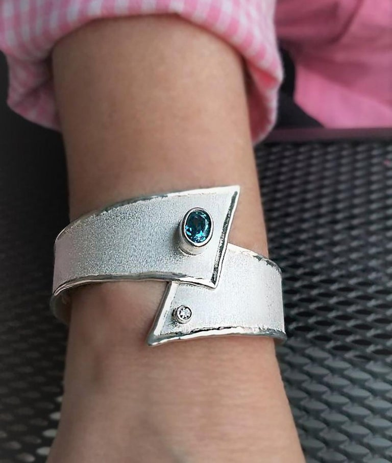 Yianni Creations 2.50 Carat Topaz Diamond Fine Silver Palladium Bangle Bracelet In New Condition For Sale In Astoria, NY