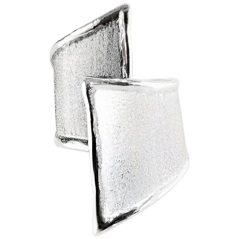 Yianni Creations Fine Silver and Oxidized Rhodium Geometric Two-Tone Ring For Sale