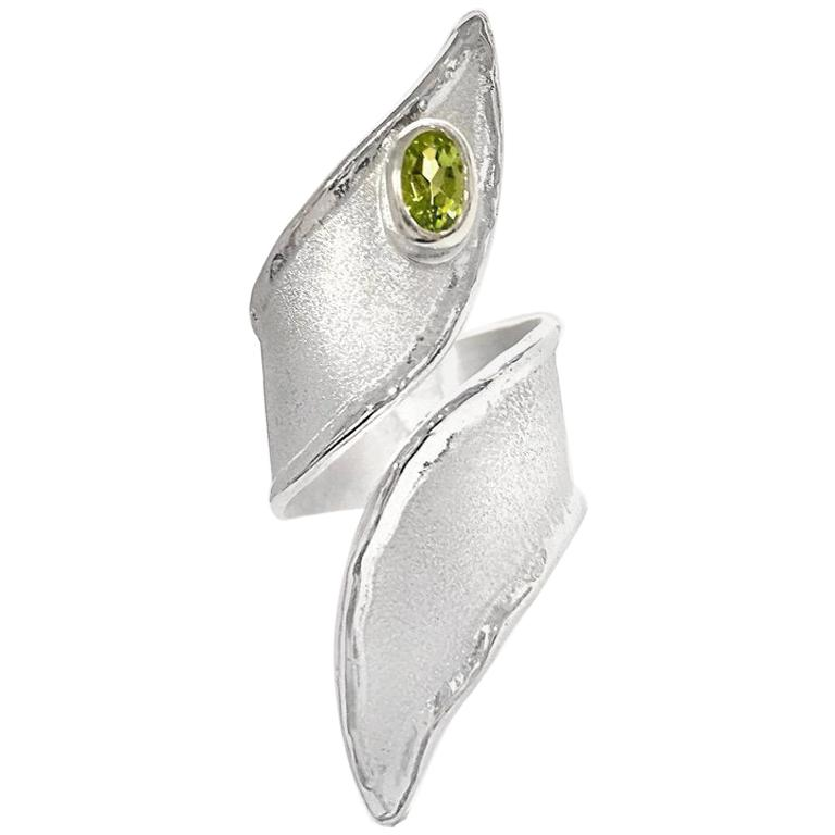 Yianni Creations Fine Silver and Palladium Peridot Adjustable Long Band Ring