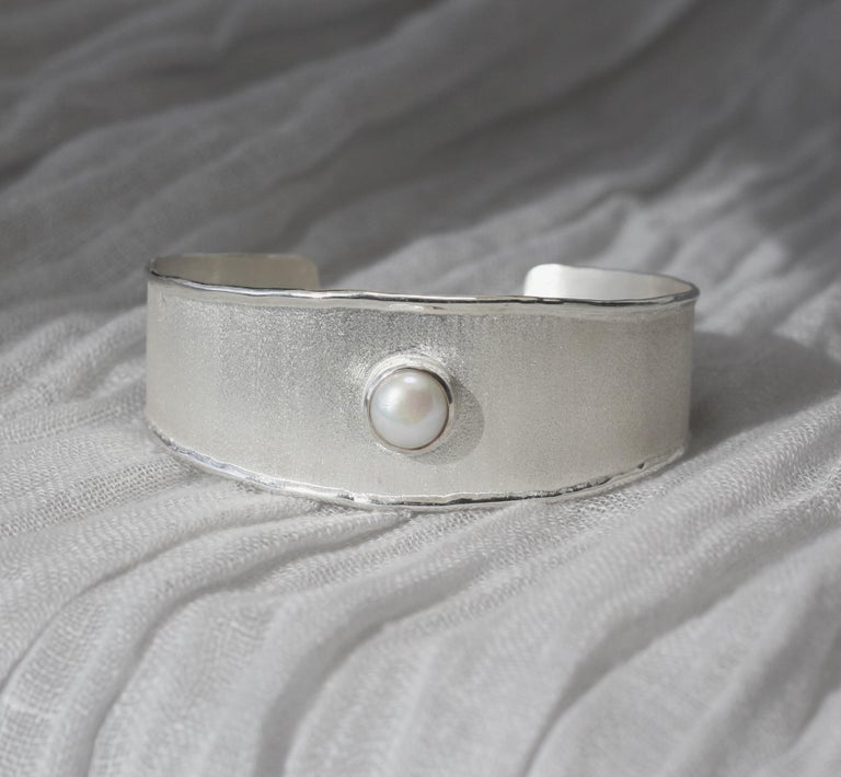 Contemporary Yianni Creations Freshwater Pearl Fine Silver and Palladium Bangle Bracelet For Sale