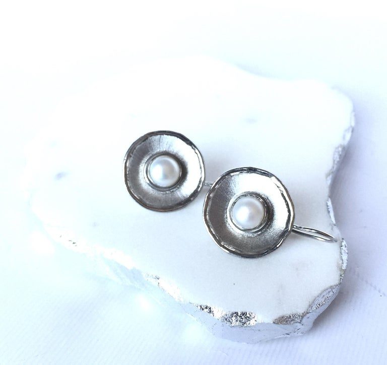 Yianni Creations Pearl Fine Silver Palladium Earrings In New Condition For Sale In Astoria, NY