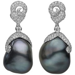 Yoko London Barocke Tahiti Perle und Diamant Ohrgehänge in 18 Karat Gold