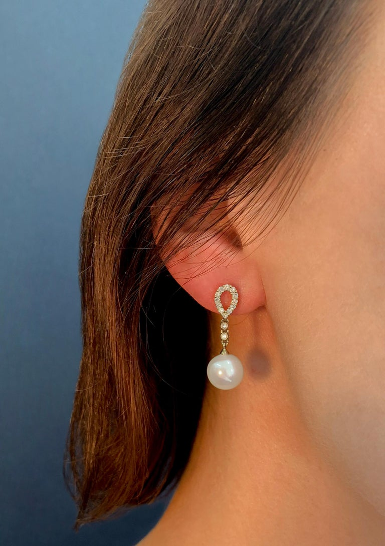 Yoko London Freshwater Pearl and Diamond Earrings, Set in 18 Karat Yellow Gold In New Condition For Sale In London, GB