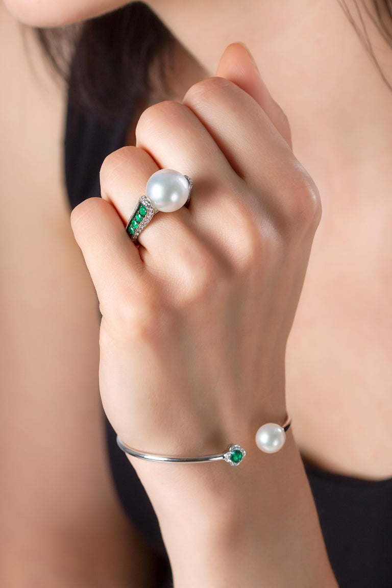 This delicate bangle by Yoko London features a lustrous Freshwater pearl which is accentuated by a vivid Emerald and diamonds. This elegant bracelet was designed and hand-finished in our London workshop and will add a touch of sophistication to any