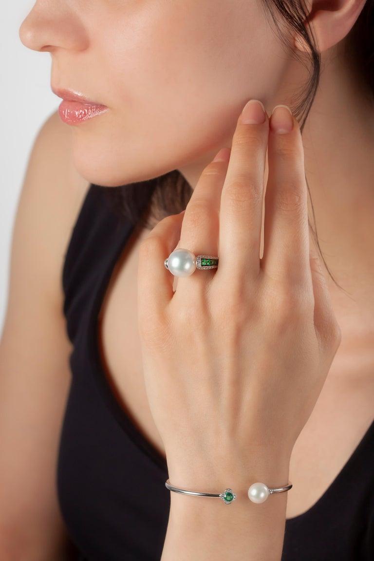 Round Cut Yoko London Freshwater Pearl, Emerald and Diamond Bangle in 18 Karat White Gold For Sale