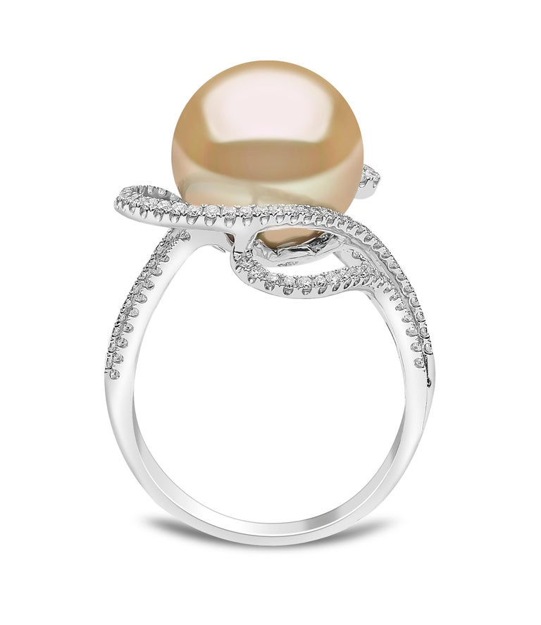 This scintillating ring by Yoko London features a soft Golden South Sea pearl set amongst contemporary diamond swirls. The rarest of all pearl varieties, the golden South Sea pearl featured at the centre of this ring is the perfect way to add a