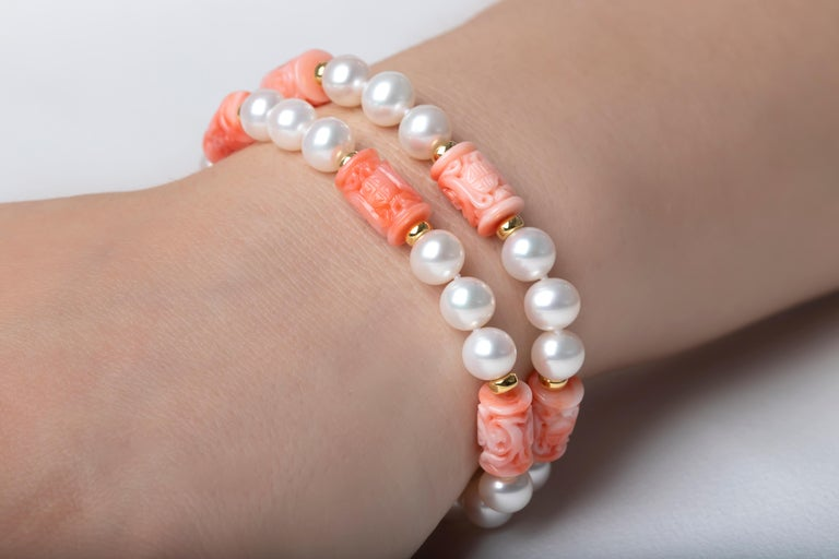 This 18K yellow gold bracelet by Yoko London features two rows of expertly matched Freshwater pearls, which are perfectly enriched by the pastel hues of the carved coral beads. The soft colours showcased in this unique bracelet make it a perfect