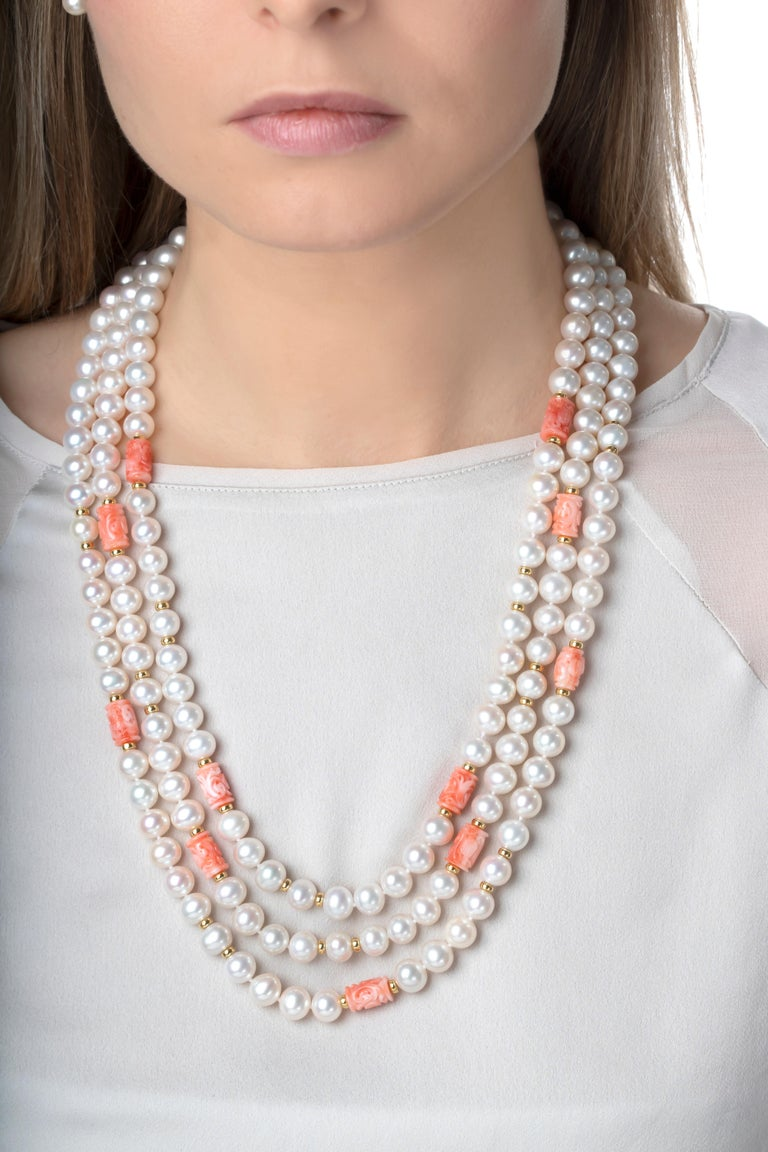 This 18K yellow gold necklace by Yoko London features three rows of expertly matched Freshwater pearls, which are perfectly enriched by the pastel hues of the carved coral beads. The soft colours showcased in this unique necklace make it truly