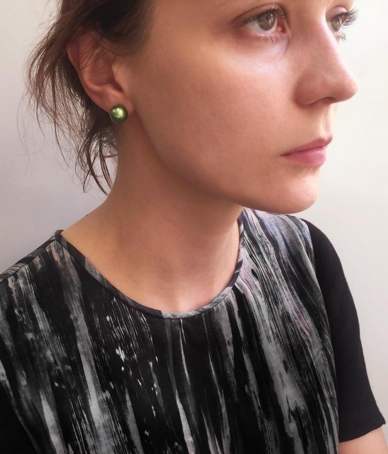 Modern Yoko London Pistachio-Colored Tahitian Pearl Earring, in 18 Karat White Gold For Sale