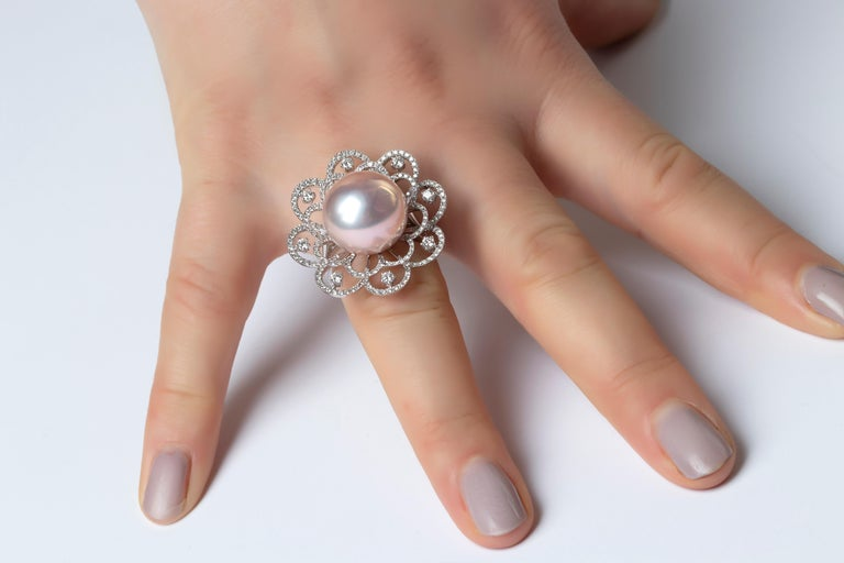Yoko London Radiant Orchid Pink Pearl and Diamond Ring in 18 Karat White Gold In New Condition For Sale In London, GB