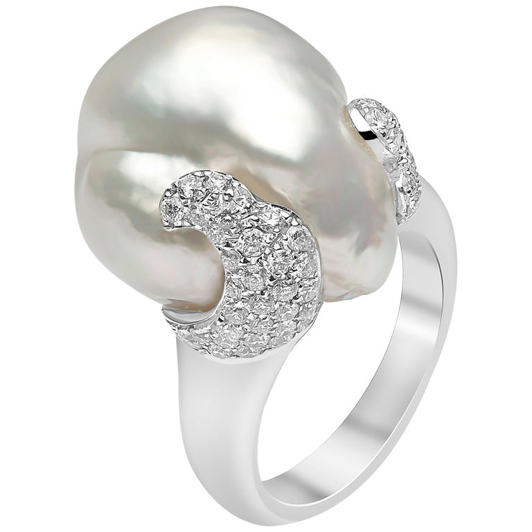 0174439c1 Yoko London South Sea Baroque Pearl and Diamond Ring Set in 18 Karat White  Gold For