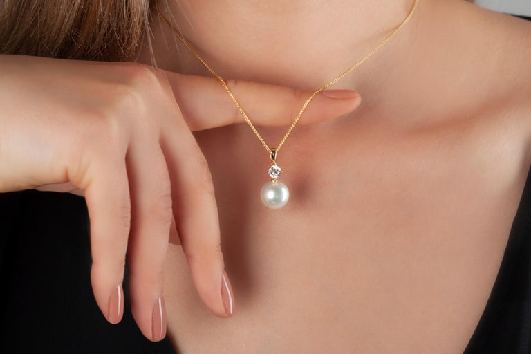 This classic pendant by Yoko London features a radiant South Sea pearl beneath a round solitaire diamond. Set in 18 Karat yellow gold to enhance both the sparkle of the diamond and the spectacular lustre of the pearl, this timeless pendant will add