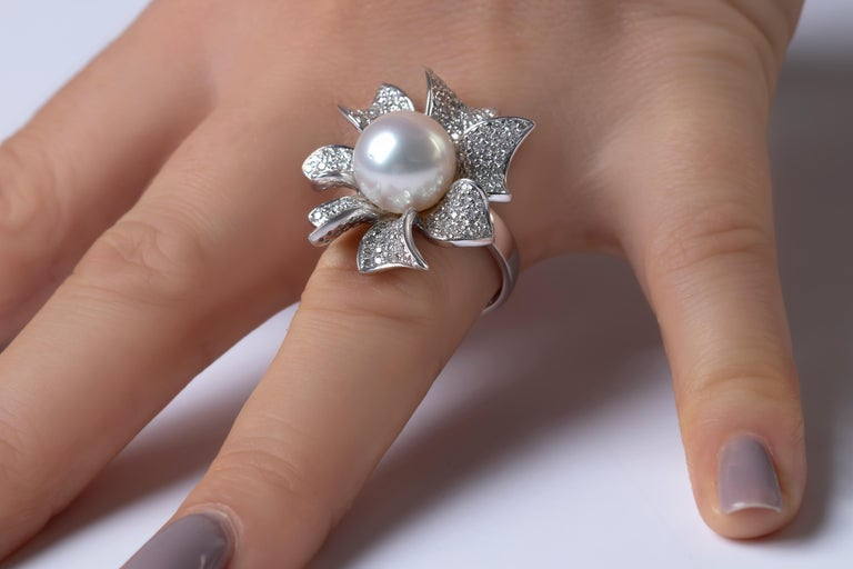 This intricate ring by Yoko London features a high-quality South Sea pearl set amongst scintillating diamond ribbons. Unique and striking, this exceptional ring will add a touch of high glamour to any evening look.   -11-12mm South Sea Pearl  -202