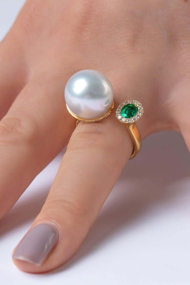 Contemporary Yoko London South Sea Pearl, Emerald and Diamond Ring in 18 Karat Yellow Gold For Sale