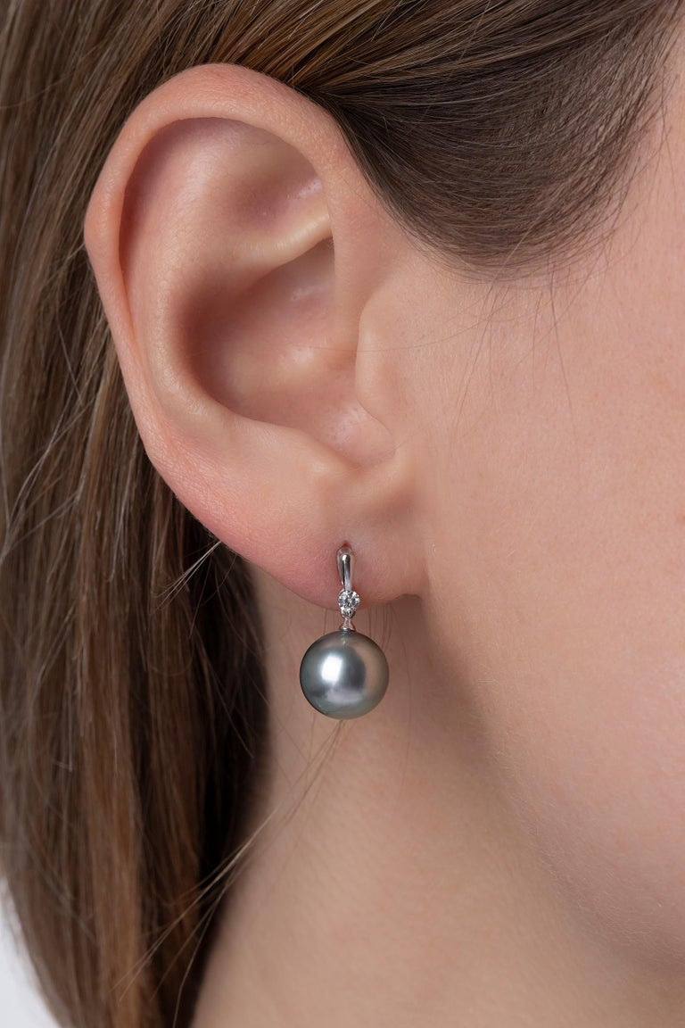 These elegant earrings by Yoko London feature a cool-toned Tahitian pearl suspended beneath a sparkling white diamond, all set in a smooth 18K white gold fitting. Easy to wear for both casual or formal events, and everything in-between these