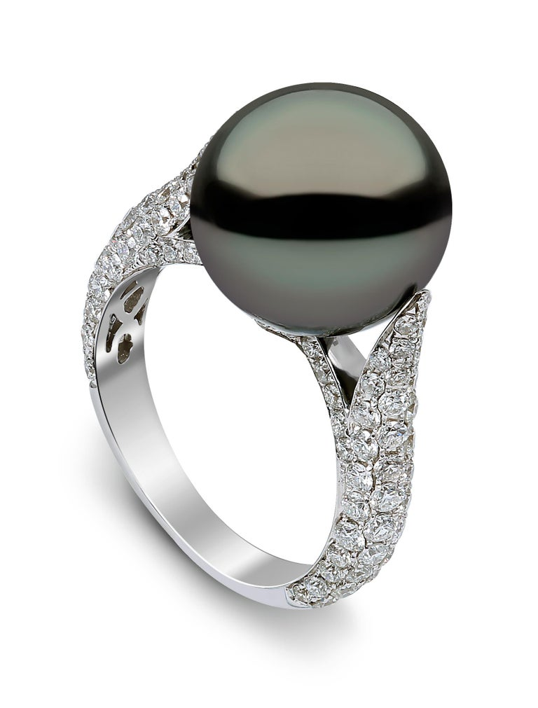 This mesmeric ring by Yoko London features a spectacular 13.3mm Tahitian pearl set amongst scintillating pave diamonds. Designed and hand finished in our London atelier, this unique ring has been finished to the highest standard. Striking and