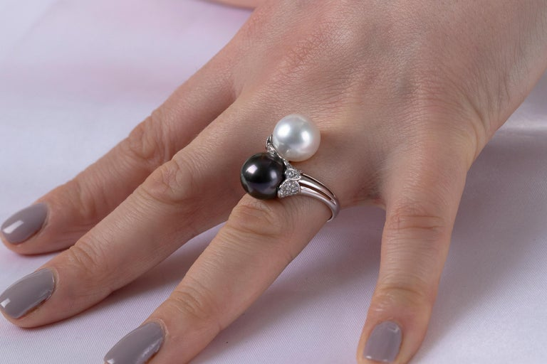 Inspired by the beauty of the night, each piece in the Yoko London Twilight collection showcases the mysterious elegance of dark-toned gems. Featuring an 11-12mm Tahitian and South Sea pearl designed to elegantly rest upon the finger, combine this