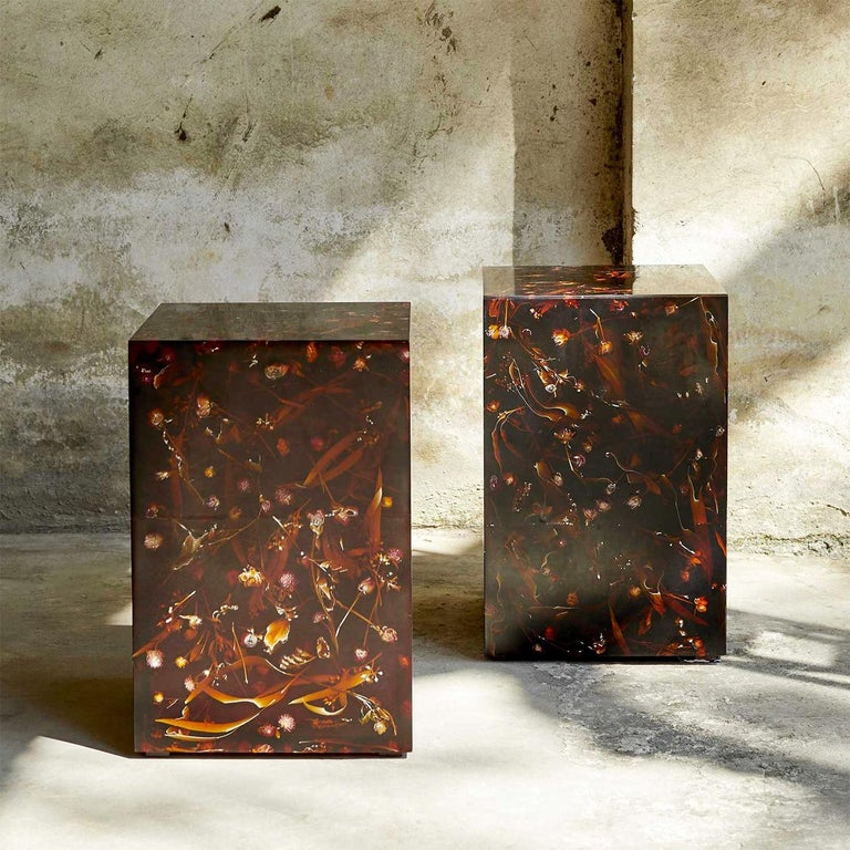 Young Inches Side Table in Resin For Sale 1