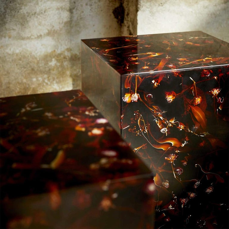 Young Inches Side Table in Resin For Sale 2