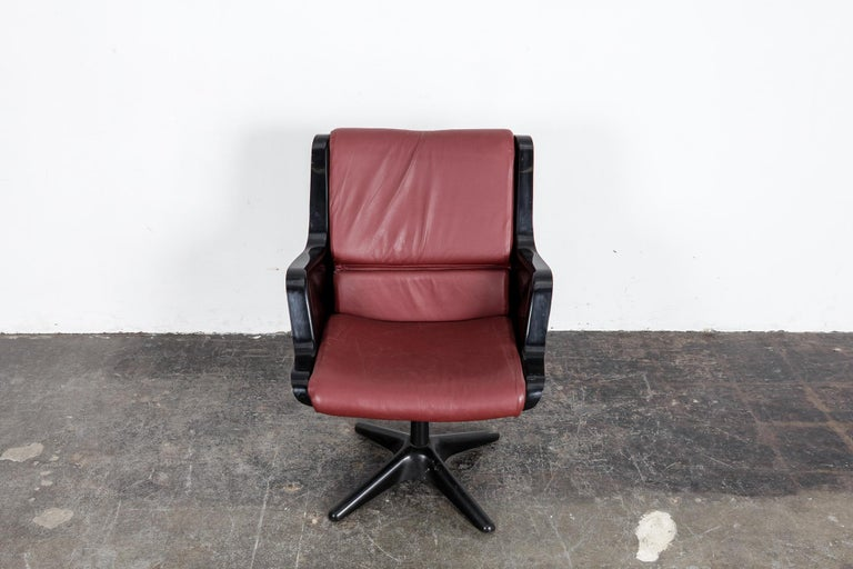 Yrjo Kukkapuro for Haimi Molded Plastic and Leather Swivel Side Chair For Sale 3