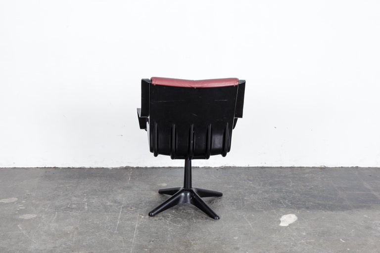 Mid-20th Century Yrjo Kukkapuro for Haimi Molded Plastic and Leather Swivel Side Chair For Sale