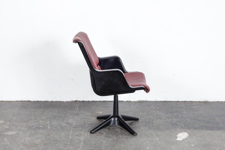 Yrjo Kukkapuro for Haimi Molded Plastic and Leather Swivel Side Chair For Sale 1