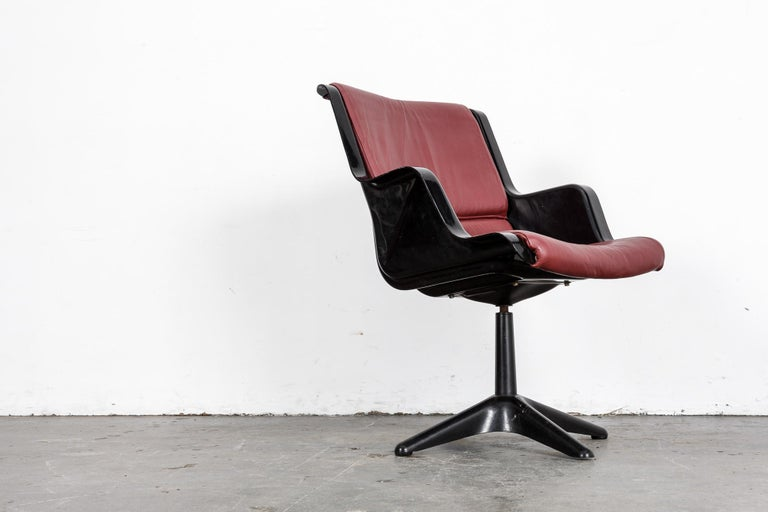 Yrjo Kukkapuro for Haimi Molded Plastic and Leather Swivel Side Chair For Sale 2