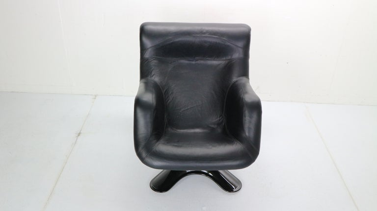 Yrjö Kukkapuro 'Karuselli' Lounge Chair in Black Leather for Haimi, 1960s In Good Condition For Sale In The Hague, NL