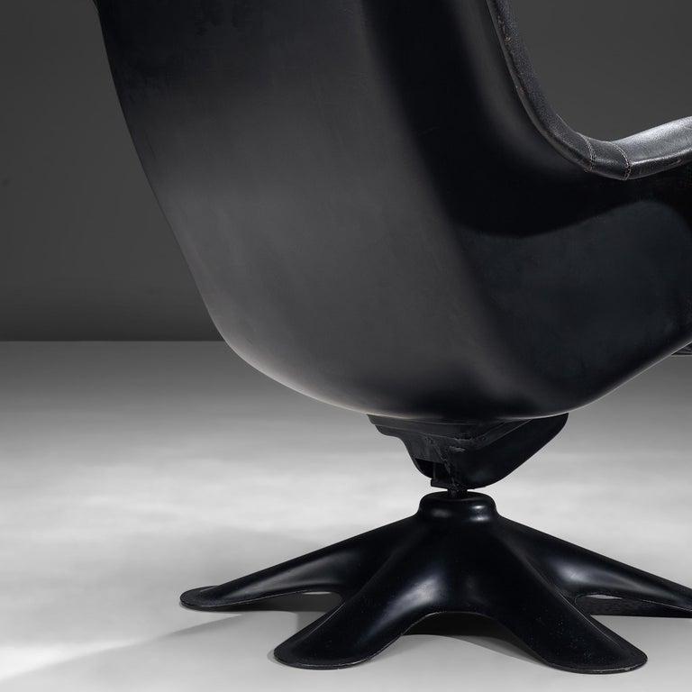 Mid-Century Modern Yrjo Kukkapuro 'Karuselli' Lounge Chair in Black Patinated Leather For Sale
