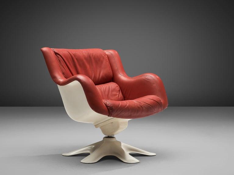Yrjö Kukkapuro for Haimi, 'Karuselli' lounge chair, leather, chrome-plated steel, fiberglass, Finland, design 1965  Organic shaped lounge chair by Finnish designer Yrjö Kukkapuro. This chair consists of a molded fiberglass shell that is comfortably