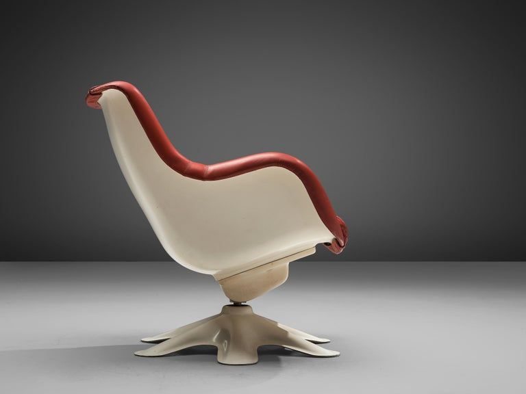 Finnish Yrjö Kukkapuro 'Karuselli' Swivel Lounge Chair in Leather and Fibreglass For Sale