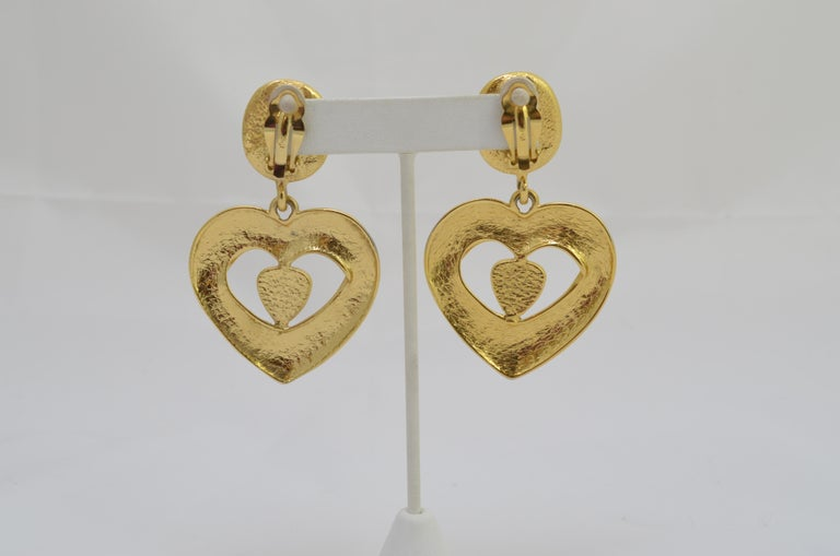 YSL Gold Clip-On Earrings with Heart Motif In Good Condition For Sale In Carmel by the Sea, CA