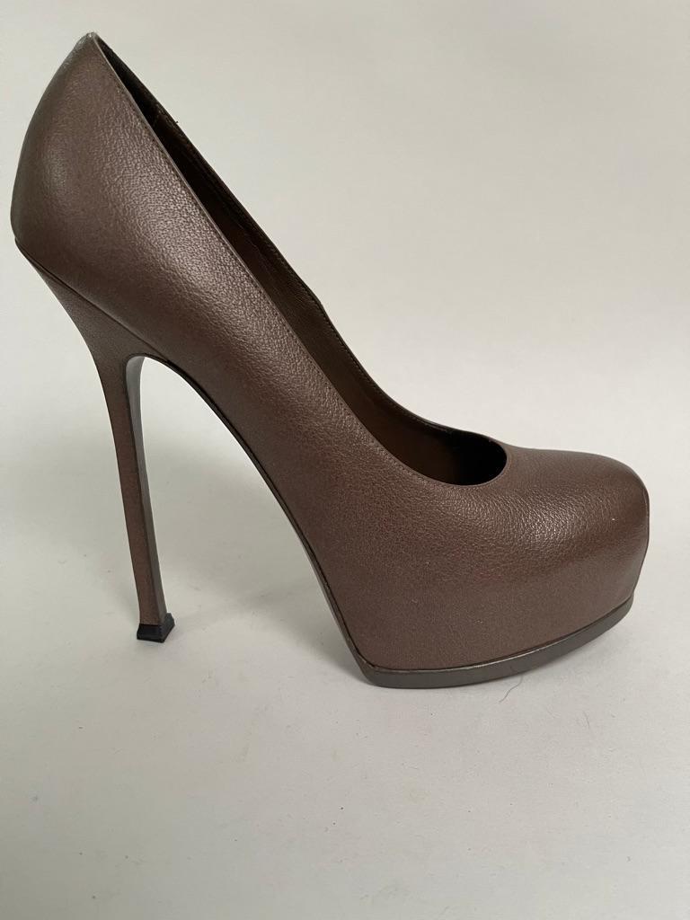 Rounded toe platform with stiletto heel